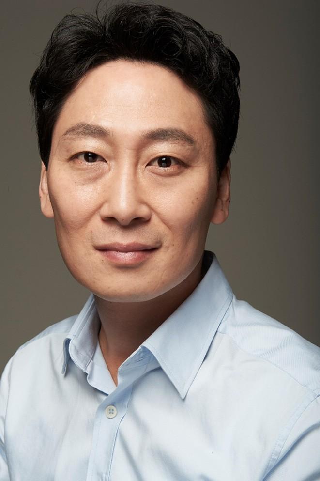 Kim Dong-Hyun (1975)