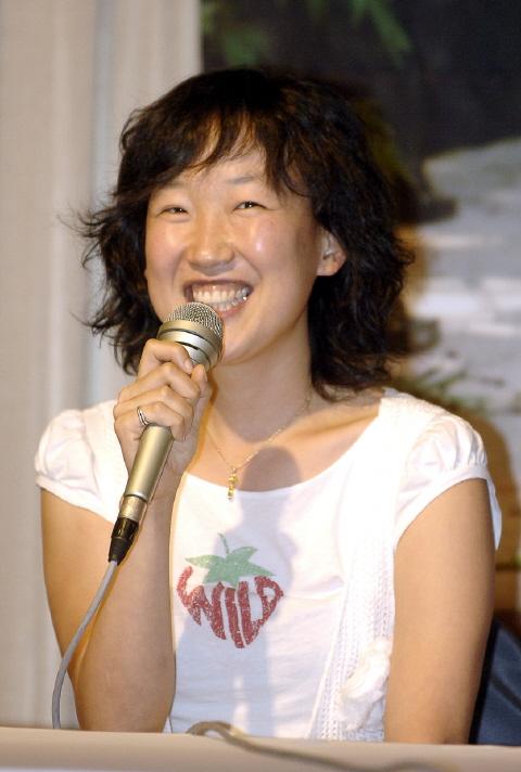 Lee Yoon-Jung (1974)