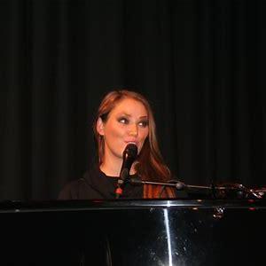 Elvira Nikolaisen